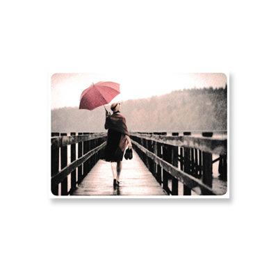 POSTKARTE Barfuß mit Schirm